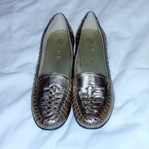 Bella Vita Rose Gold Leather Moccasin Size 7